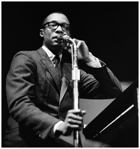 Ramsey Lewis addresses the crowd at the Birdhouse, 1961