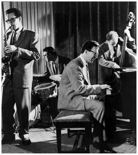 The Dave Brubeck Quartet (L-R: saxophonist Paul Desmond (1924 - 1977), drummer Joe Dodge, pianist Dave Brubeck and bassist Bob Bates) performs a modern jazz number, 1960s. Brubeck formed the quartet in 1957 and although achieved popular success in the 60s, they were never fully accepted by the jazz world. The quartet broke up in 1967. (Photo by Hulton Archive/Getty Images)