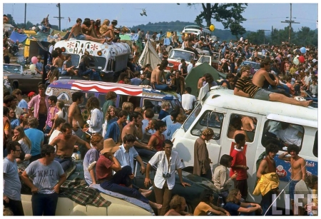 Photo John Dominis Large crowd of people, incl. people sitting on top of cars & busses, during the Woodstock Music & Art Fair Woodstock