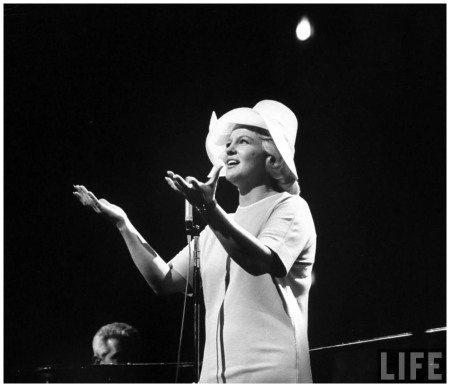 Singer Peggy Lee at a Democratic rally for President John F. Kennedy's birthday 1962