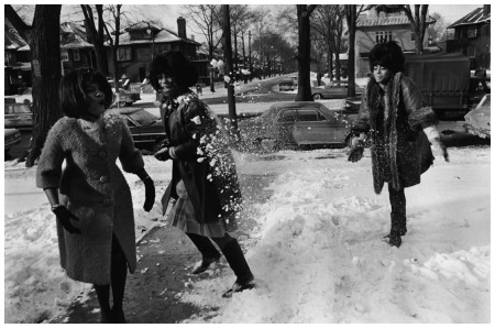 USA. Detroit, Michigan. 1965. The Supremes in a snowball fight. Mary WILSON, Florence BALLARD and Diana ROSS