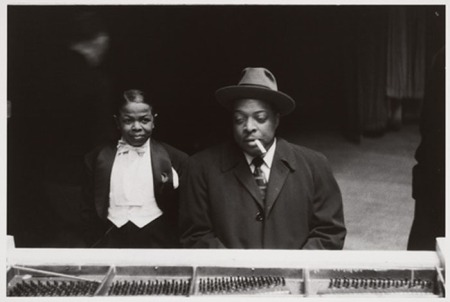 Pee Wee Marquette and Count Basie. New York City 1957 - Photo Lee Friedlander